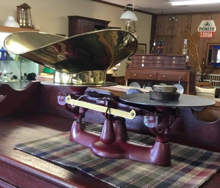 Antiques-WaynesvilleOhio-BrassLantern-scale